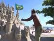 """""""Nhà vua"""" sống trong lâu đài cát suốt 22 năm"""