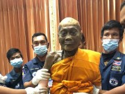 """Nhà sư Thái Lan  """" mỉm cười """"  sau 2 tháng qua đời"""