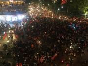 U23 Việt Nam vào chung kết, người hâm mộ đổ xô ra đường ăn mừng chiến thắng