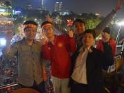 CĐV Việt Nam:  Chúng tôi hồi hộp, tưởng như bắn tim ra ngoài