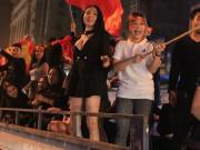 Thời trang mát mẻ của fan nữ mừng chiến thắng U23 Việt Nam