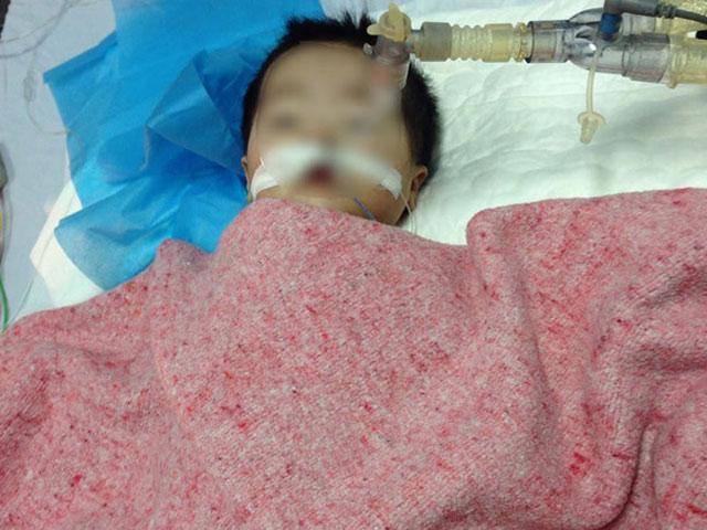 Bé 8 tháng tuổi bị điều dưỡng tiêm nhầm thuốc đã tử vong - 1
