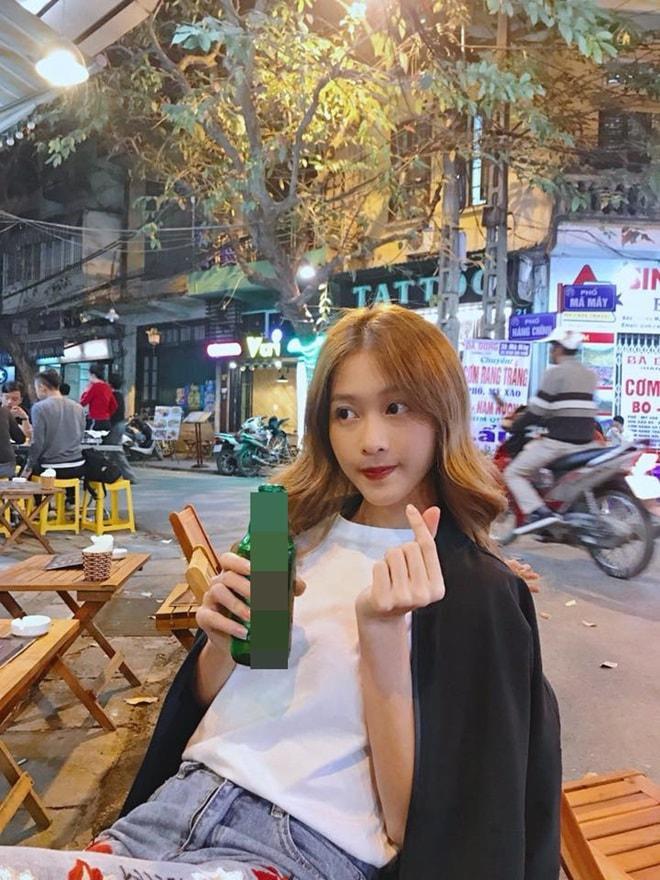 """Thời trang """"đi bão"""" của người đẹp mừng chiến thắng U23 Việt Nam - 6"""
