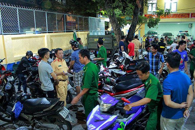 Cảnh sát TP.HCM xử lý nhiều thanh niên cổ vũ quá khích - 7