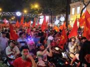 U23 Việt Nam vào chung kết, người SG ăn mừng xuyên đêm