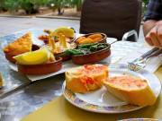 Bữa trưa quen thuộc của dân công sở trên khắp thế giới là gì?