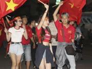 Dàn hot girl quẩy trắng đêm ăn mừng vì U23 Việt Nam