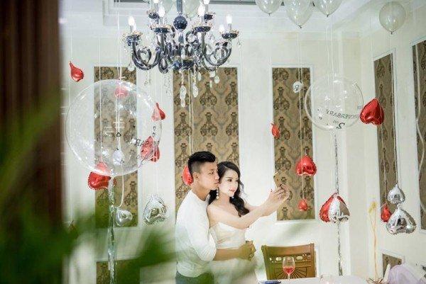 """Bạn gái hậu vệ Vũ Văn Thanh đẹp như hoa hậu, chơi đồ hiệu """"sang chảnh hết nấc"""" - 1"""