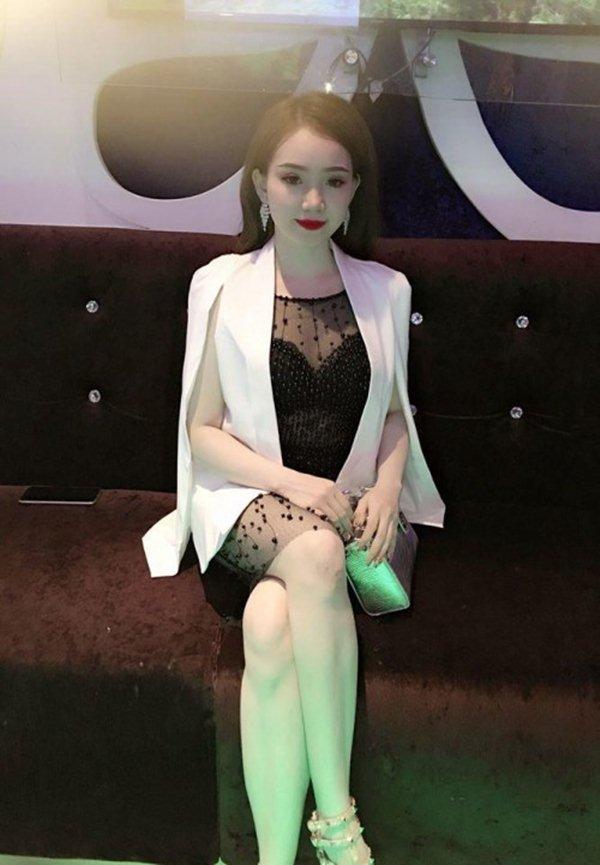 """Bạn gái hậu vệ Vũ Văn Thanh đẹp như hoa hậu, chơi đồ hiệu """"sang chảnh hết nấc"""" - 4"""