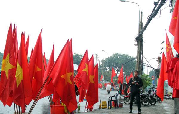 """Người Sài Gòn ùn ùn đi mua cờ, tổ rôn cổ vũ U23 Việt Nam """"lấy vàng"""" - 13"""