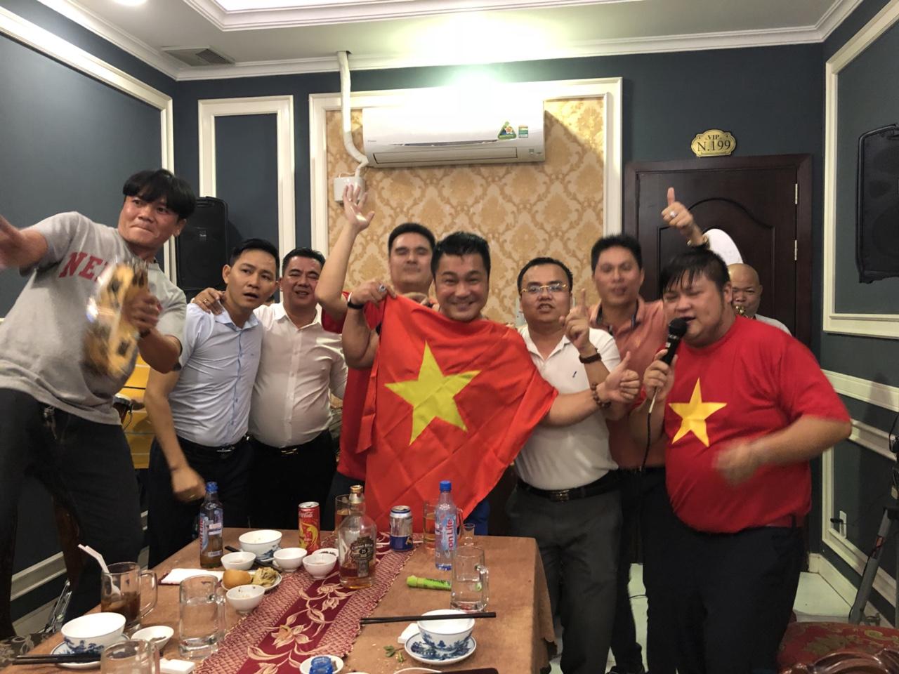 U23 Việt Nam vuột chẳngc quán quân và phản ứng bất ngờ của sao Việt - 7