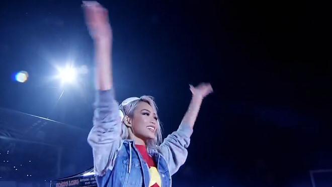 """Nữ DJ """"tim muốn bay khỏi lồng ngực"""" khi nhởi lạc mở đầu Gala vui mừng U23 bay nác - 1"""