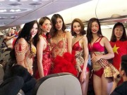 Bóng đá - VFF nói gì về màn trình diễn bikini trên máy bay chở U23 Việt Nam?