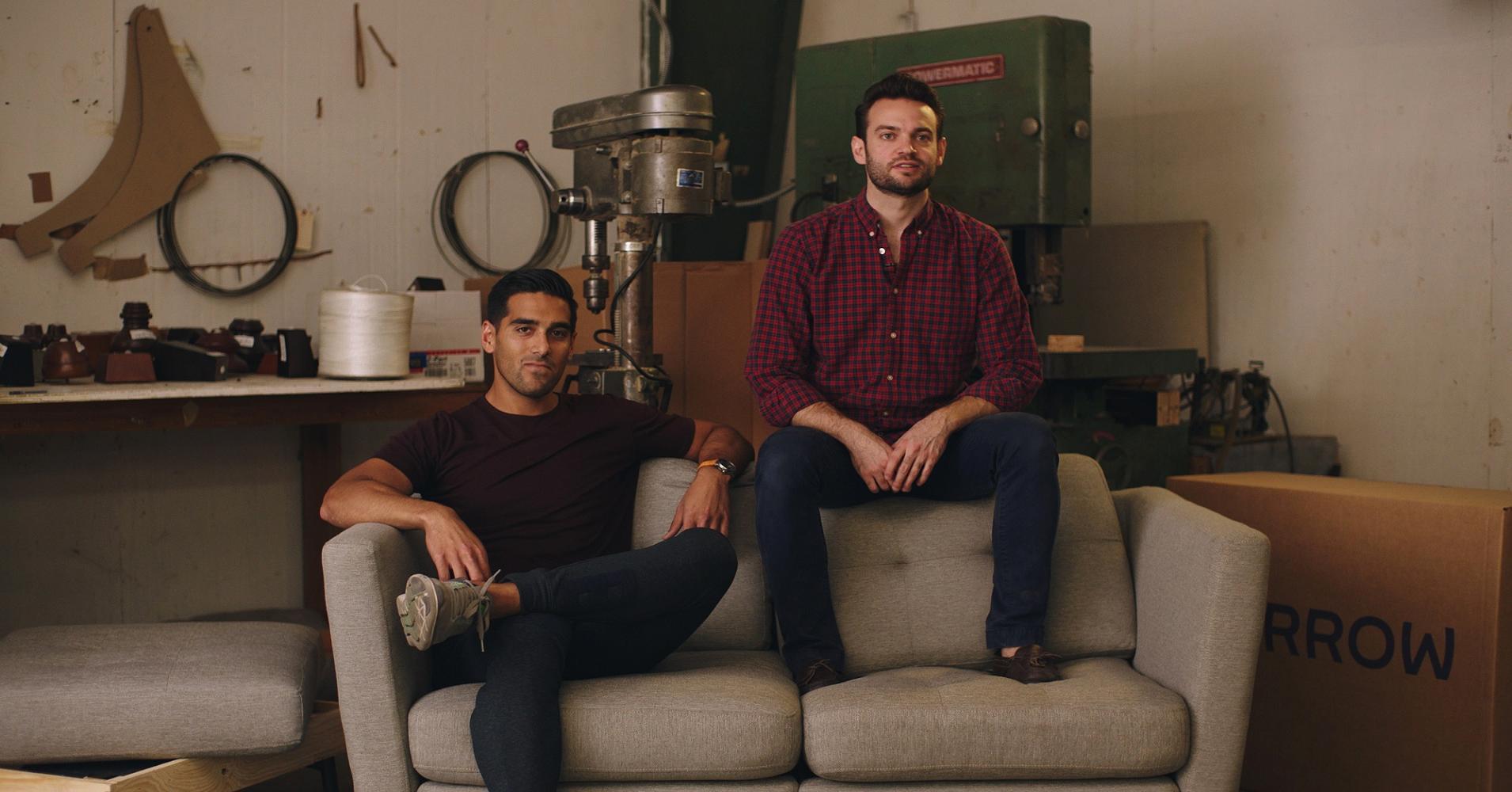 Hai sinh viên kiếm được hàng triệu USD nhờ bán… ghế - 1