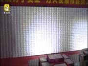 Thế giới - TQ: Dựng bức tường tiền chạm nóc nhà để thưởng Tết nhân viên