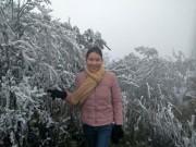 Du lịch - Du khách thích thú ngắm tuyết rơi trên đỉnh Mẫu Sơn