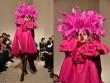 """Mũ đội đầu cực dị """"phá đảo"""" sàn diễn thời trang cao cấp Paris"""