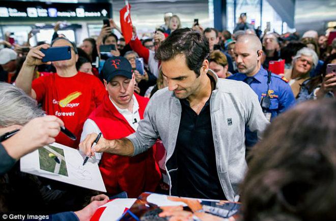 """Federer khoe Grand Slam thứ 20: """"Vinh quy bái tổ"""" giữa vòng vây người hâm mộ - 3"""