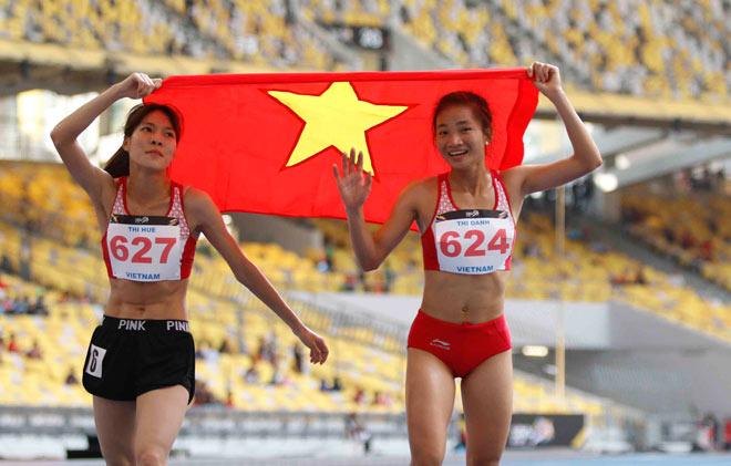 Hình ảnh thể thao Việt Nam đẹp nhất 2017: Người đẹp dìu đồng đội ngã quỵ - 2