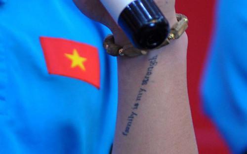 Bất ngờ với dòng chữ xăm trên tay trái Quang Hải đội U23 Việt Nam - 2