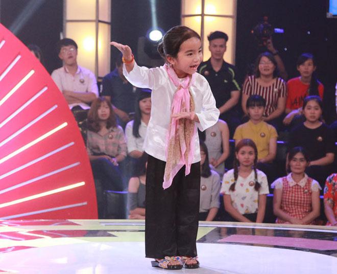 Cô bé 6 tuổi bỏ túi 2 triệu nhờ chọc cười Trấn Thành, Trường Giang - 1