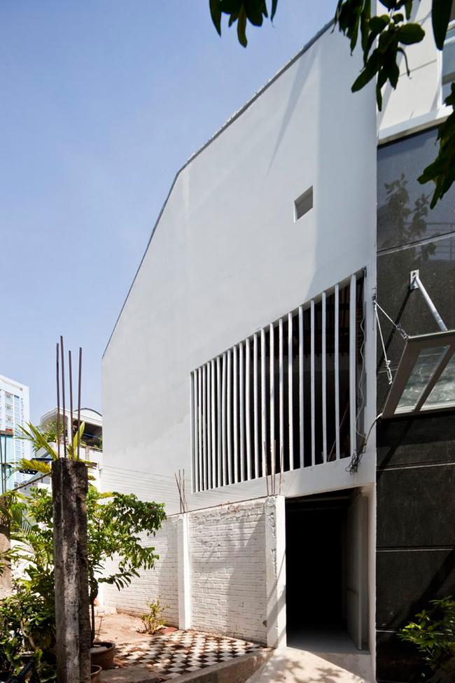 Ngôi nhà nhỏ này tọa lạc tại quận Bình Thạnh, thành phố Hồ Chí Minh.