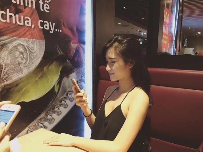Bất ngờ về bạn gái đẹp như minh tinh của tiền vệ Huy Hùng - 10