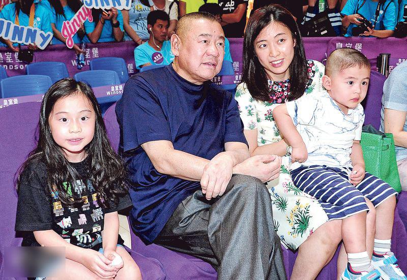 """Tỷ phú U70 """"sát gái"""" khét tiếng Hong Kong lên chức bố lần thứ 7 - 3"""