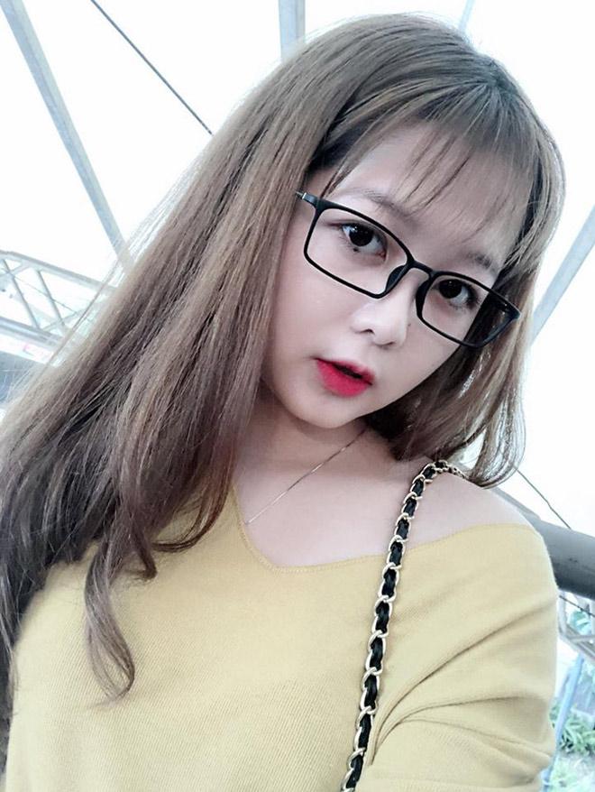 Đi xem U23 Việt Nam đá, cô gái trẻ bất ngờ nổi tiếng vì quá xinh - 5