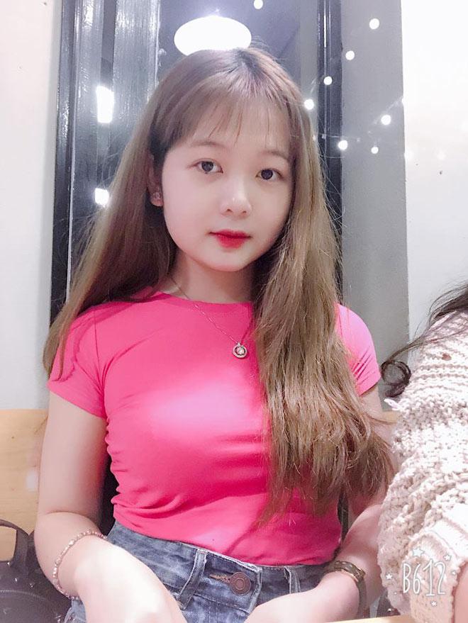 Đi xem U23 Việt Nam đá, cô gái trẻ bất ngờ nổi tiếng vì quá xinh - 11