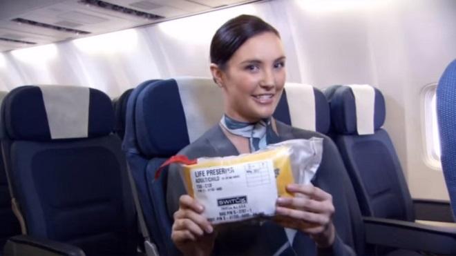 """Mặc bikini và khỏa thân hướng dẫn bay ở New Zealand, bị chê """"tơi bời"""" - 5"""