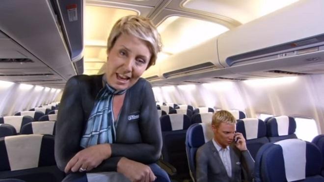 """Mặc bikini và khỏa thân hướng dẫn bay ở New Zealand, bị chê """"tơi bời"""" - 4"""