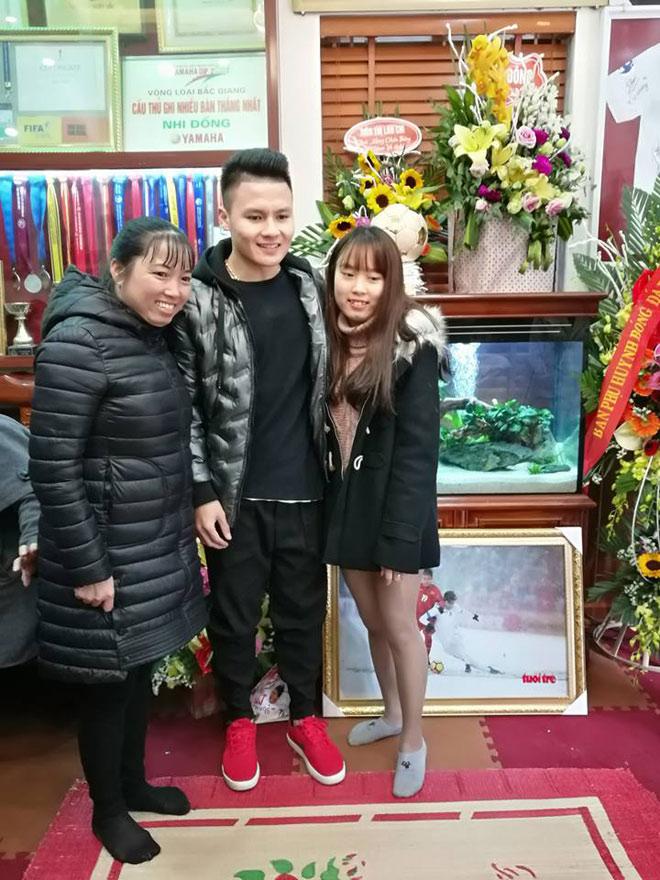 Tiết lộ bất ngờ về món quà Quang Hải tặng bố mẹ khi về thăm nhà - 3