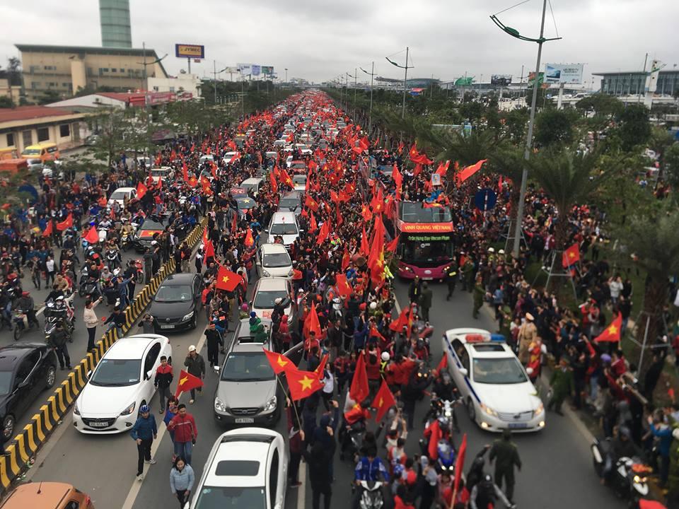 CSGT kể về buổi dẫn đoàn U23 Việt Nam giữa vòng vây người hâm mộ - 1