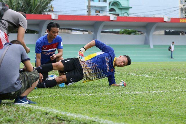 Bác sĩ đội tuyển U23 lần đầu tiết lộ hình ảnh chăm sóc các 'cầu thủ vàng' - 2