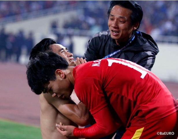 Bác sĩ đội tuyển U23 lần đầu tiết lộ hình ảnh chăm sóc các 'cầu thủ vàng' - 5