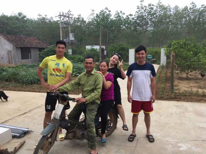 Thủ môn U23 Việt Nam: Bỏ xe sang đi xe máy cà tàng về quê nghèo - 2