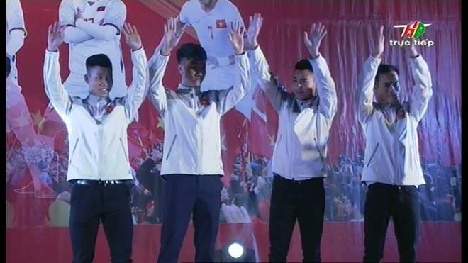 Vinh danh U23 VN ở Hải Dương: Văn Thanh tái hiện ăn mừng kinh điển - 1