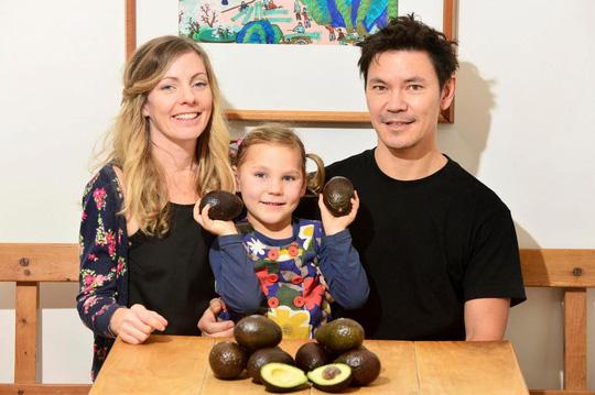 Ăn 3.000 trái bơ, bé 5 tuổi đẩy lùi bệnh động kinh - 2