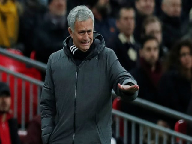 """MU hết cửa Ngoại hạng Anh: Mourinho """"đánh bạc"""" với Champions League"""