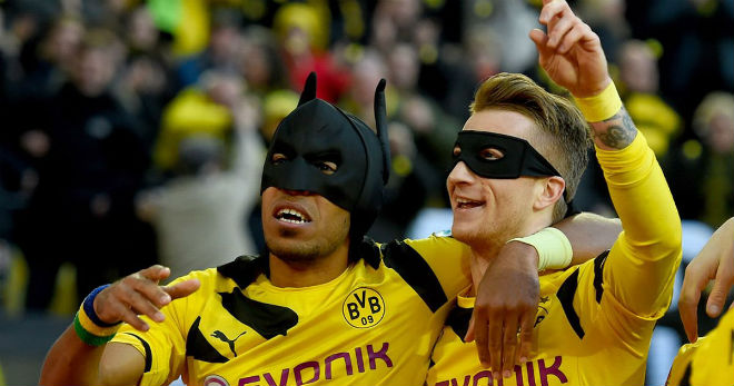 """""""Người dơi"""" Aubameyang đến Arsenal: Mặc áo huyền thoại, Chelsea có Giroud - 2"""