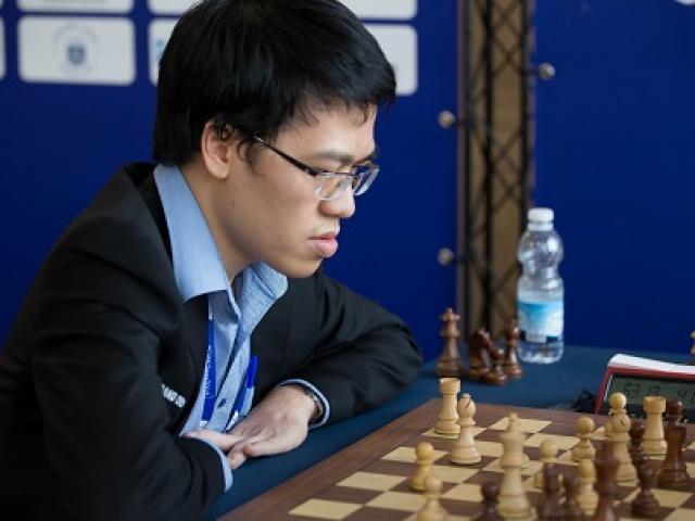 Vỡ òa cờ vua thế giới: Quang Liêm giăng bẫy hạ cao thủ, top đầu bảng xếp hạng