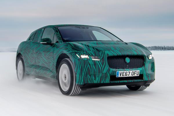 Jaguar I-Pace vận hành ở địa hình băng tuyết - 1