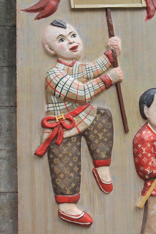 Cậu bé dân gian Việt diện đồ hiệu xa xỉ LV, Gucci khiến người dân thích thú - 6
