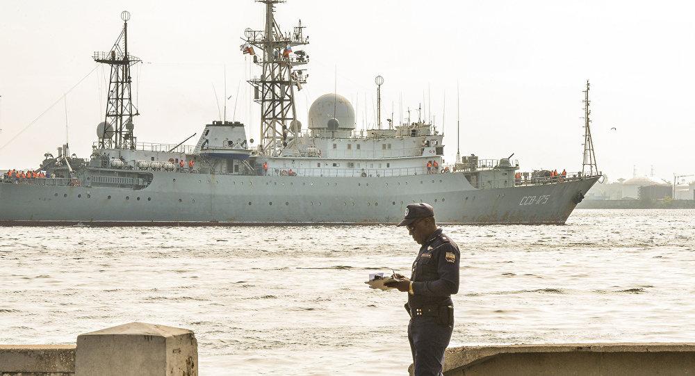 Tàu Nga áp sát ngoài khơi, Mỹ điều tàu sân bay hạt nhân truy tìm - 2