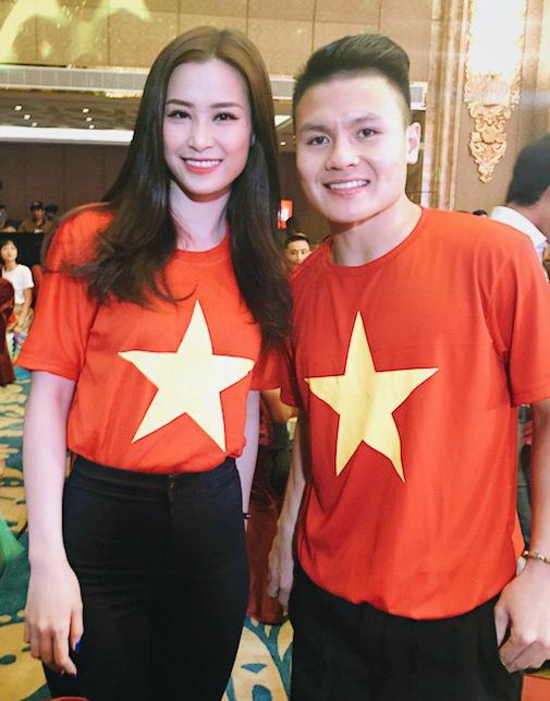 Đông Nhi vui sướng khi gặp HLV Park Hang Seo và cầu thủ Quang Hải U23VN - 2