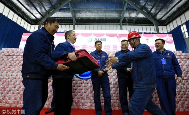 Công ty TQ thưởng Tết sốc cho 5.000 nhân viên - 5