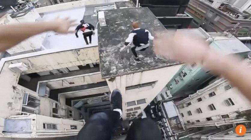 Video: Thót tim chình khiêu vũ qua tòa nhà 17 chừng ở Hong Kong - 1