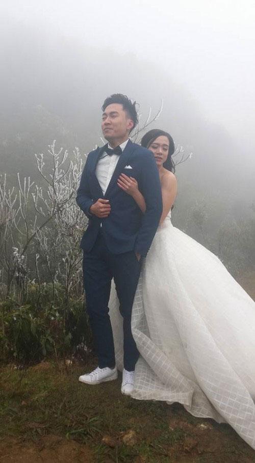Cô dâu lưng trần chụp ảnh cưới dưới trời băng tuyết Sa Pa - 2