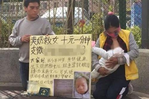 Mẹ trẻ bán sữa trực tiếp trên vỉa hè để lấy tiền cứu con - 1